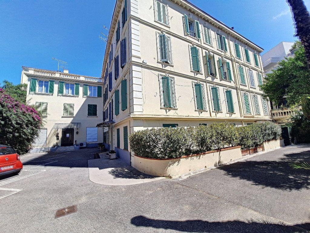 Appartement à vendre 4 117.08m2 à Cannes vignette-13
