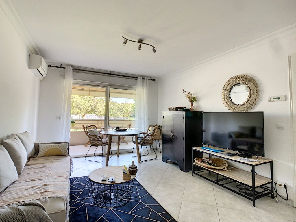 Appartement à vendre 2 38m2 à Antibes vignette-2