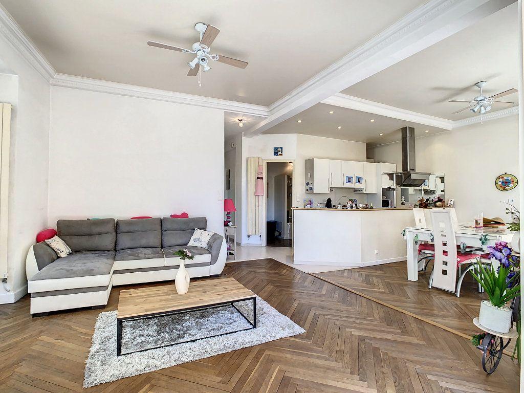 Appartement à vendre 4 100.08m2 à Juan-les-Pins - Antibes vignette-2