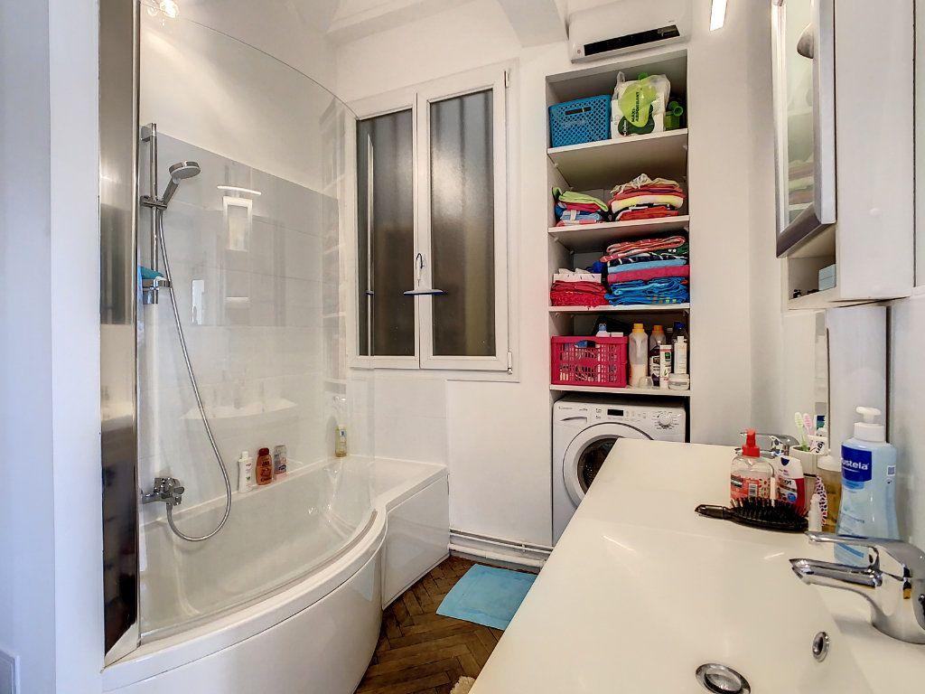 Appartement à vendre 4 100.08m2 à Juan-les-Pins - Antibes vignette-9