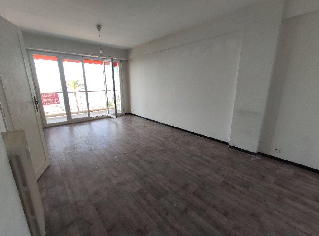 Appartement à louer 1 28.85m2 à Cagnes-sur-Mer vignette-3