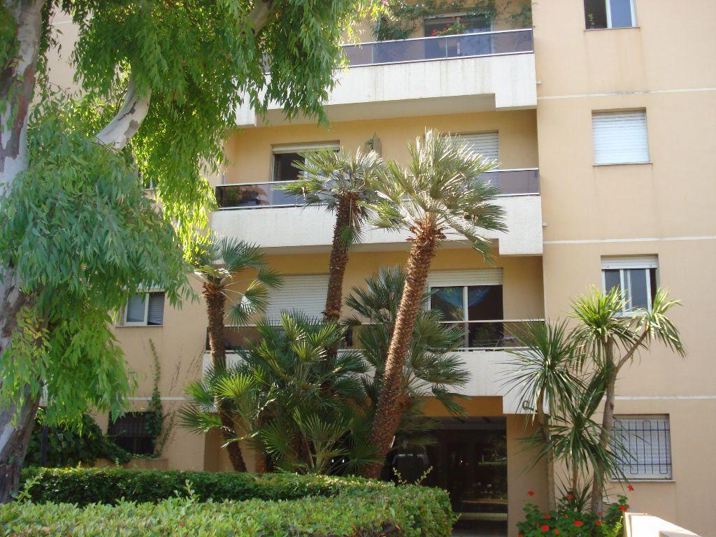 Appartement à louer 1 27.66m2 à Saint-Laurent-du-Var vignette-1