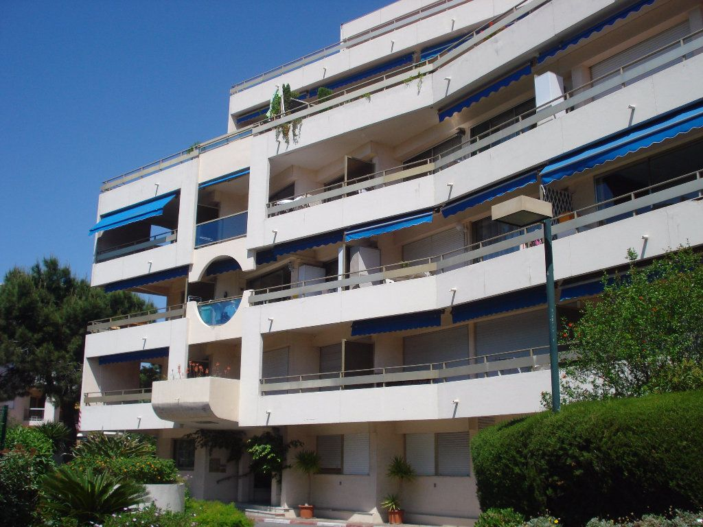 Appartement à louer 3 60.58m2 à Cagnes-sur-Mer vignette-1