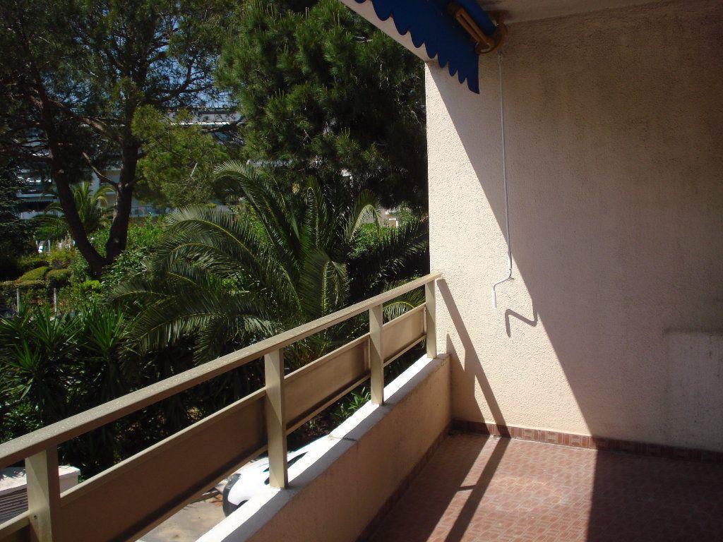 Appartement à louer 3 60.58m2 à Cagnes-sur-Mer vignette-2