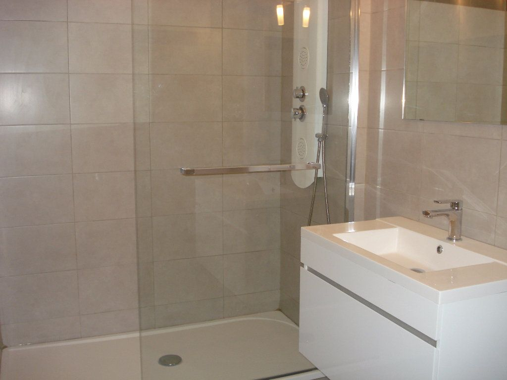 Appartement à louer 3 60.58m2 à Cagnes-sur-Mer vignette-3