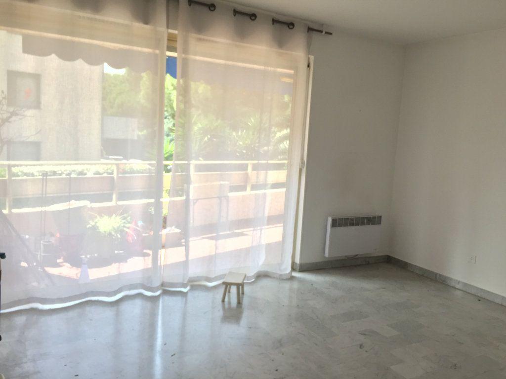 Appartement à louer 3 60.58m2 à Cagnes-sur-Mer vignette-4