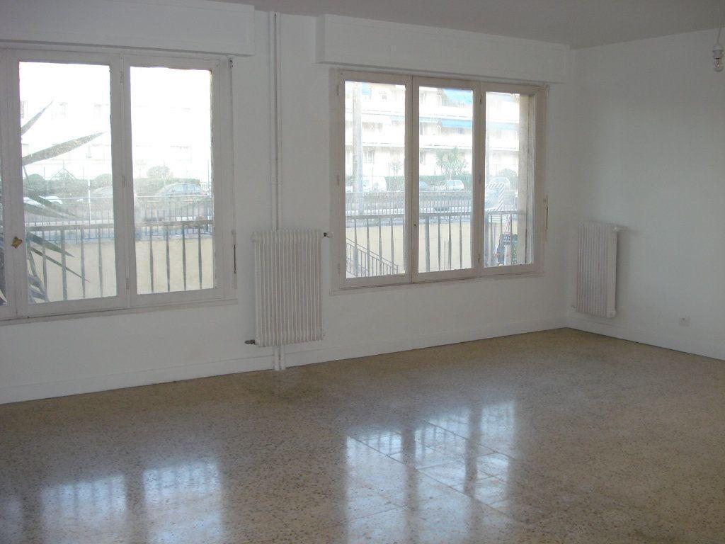 Appartement à louer 3 88.25m2 à Antibes vignette-2