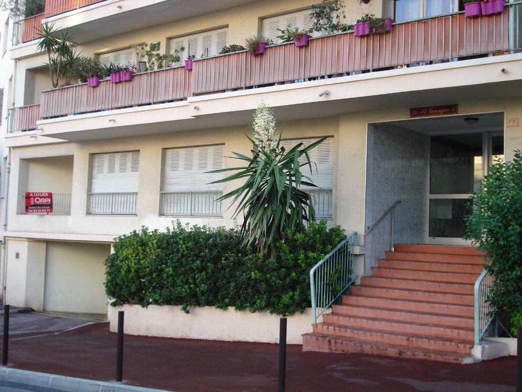 Appartement à louer 3 88.25m2 à Antibes vignette-4