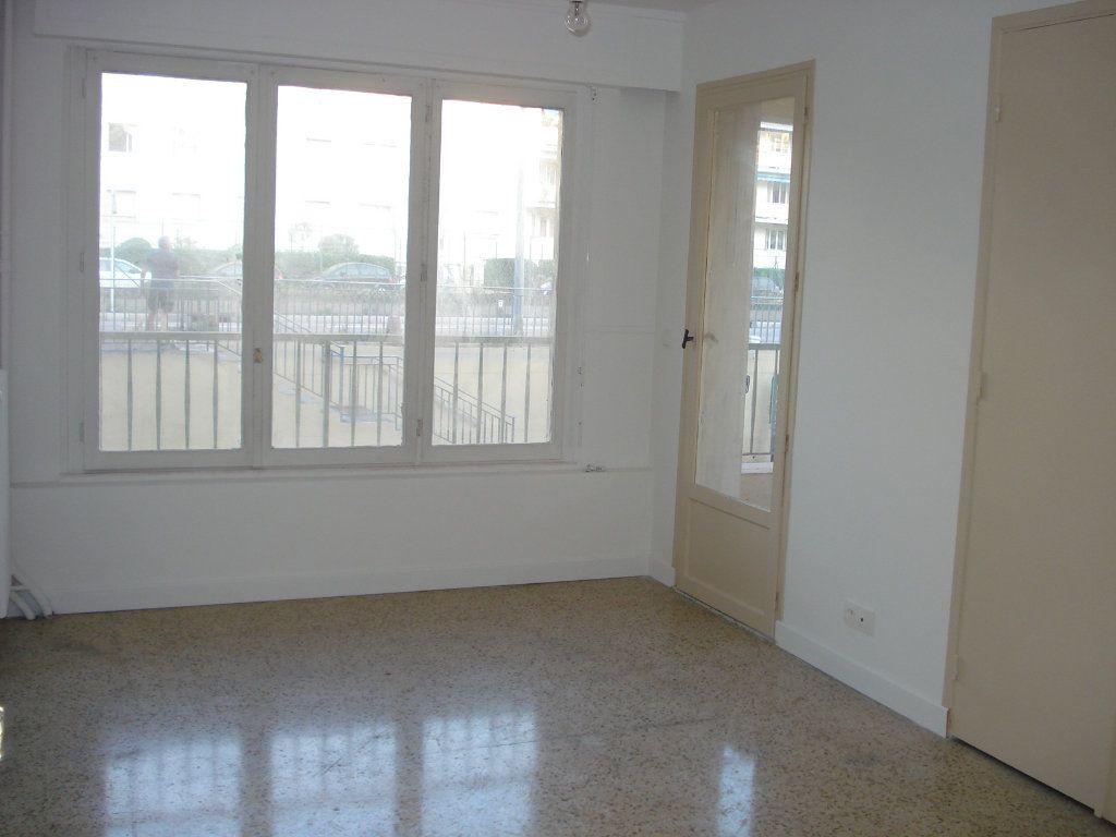 Appartement à louer 3 88.25m2 à Antibes vignette-6