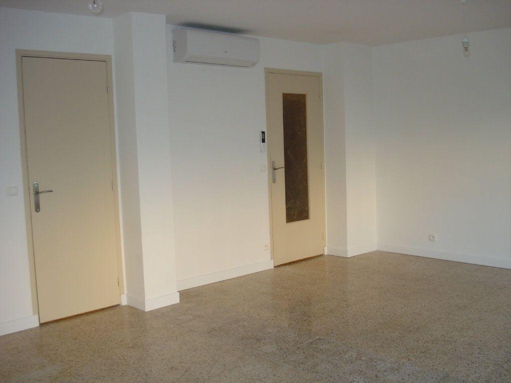 Appartement à louer 3 88.25m2 à Antibes vignette-7