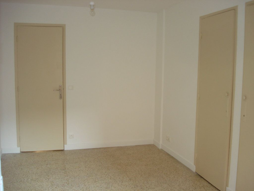 Appartement à louer 3 88.25m2 à Antibes vignette-8
