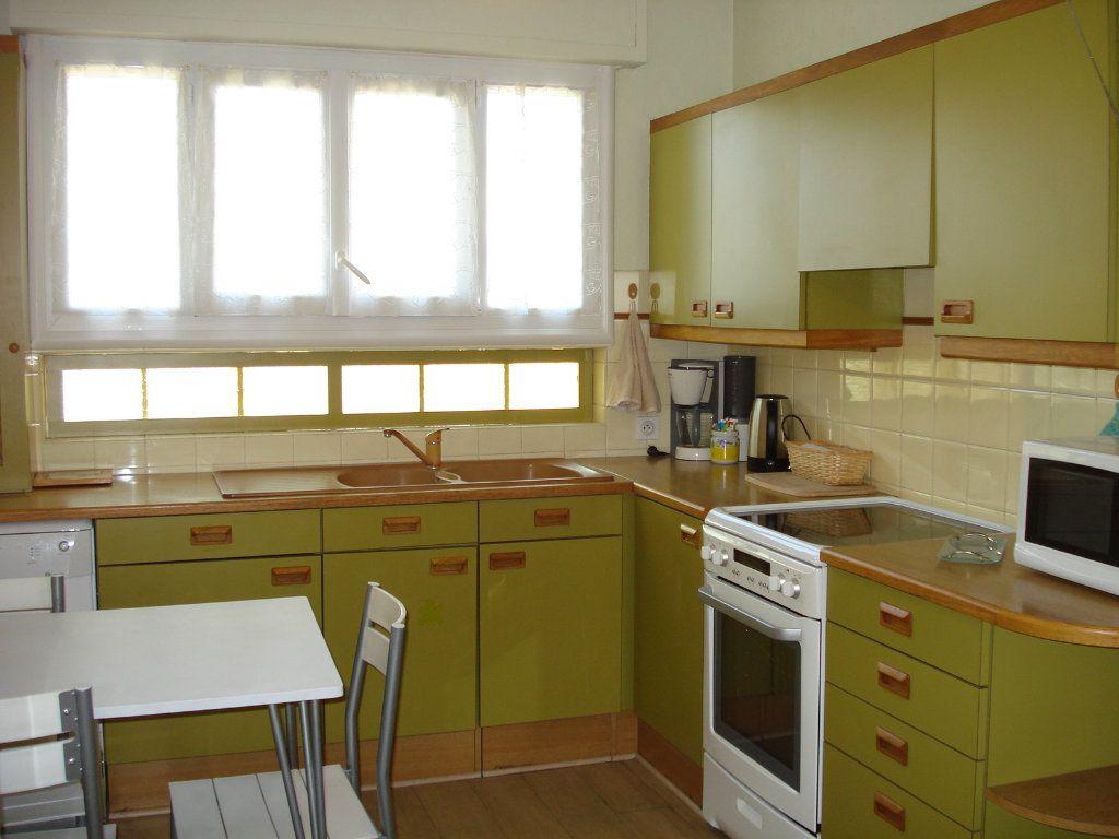 Appartement à louer 3 76.67m2 à Saint-Laurent-du-Var vignette-6