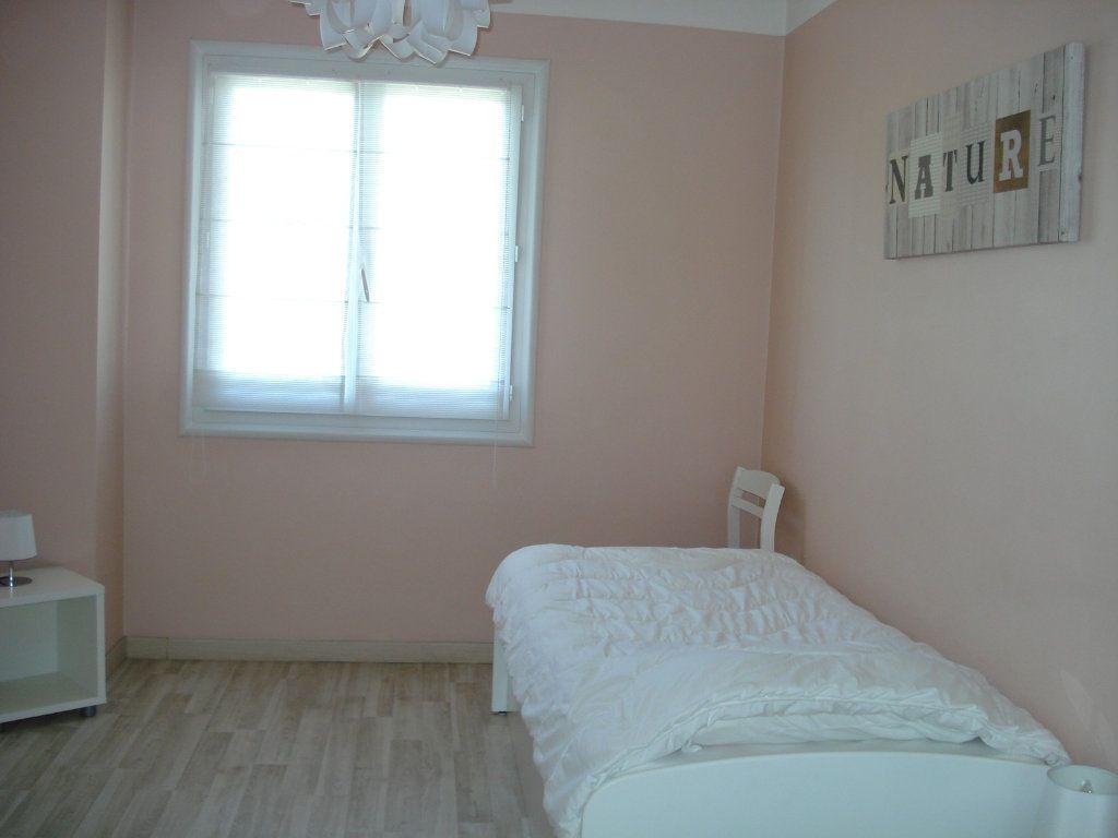 Appartement à louer 3 76.67m2 à Saint-Laurent-du-Var vignette-7