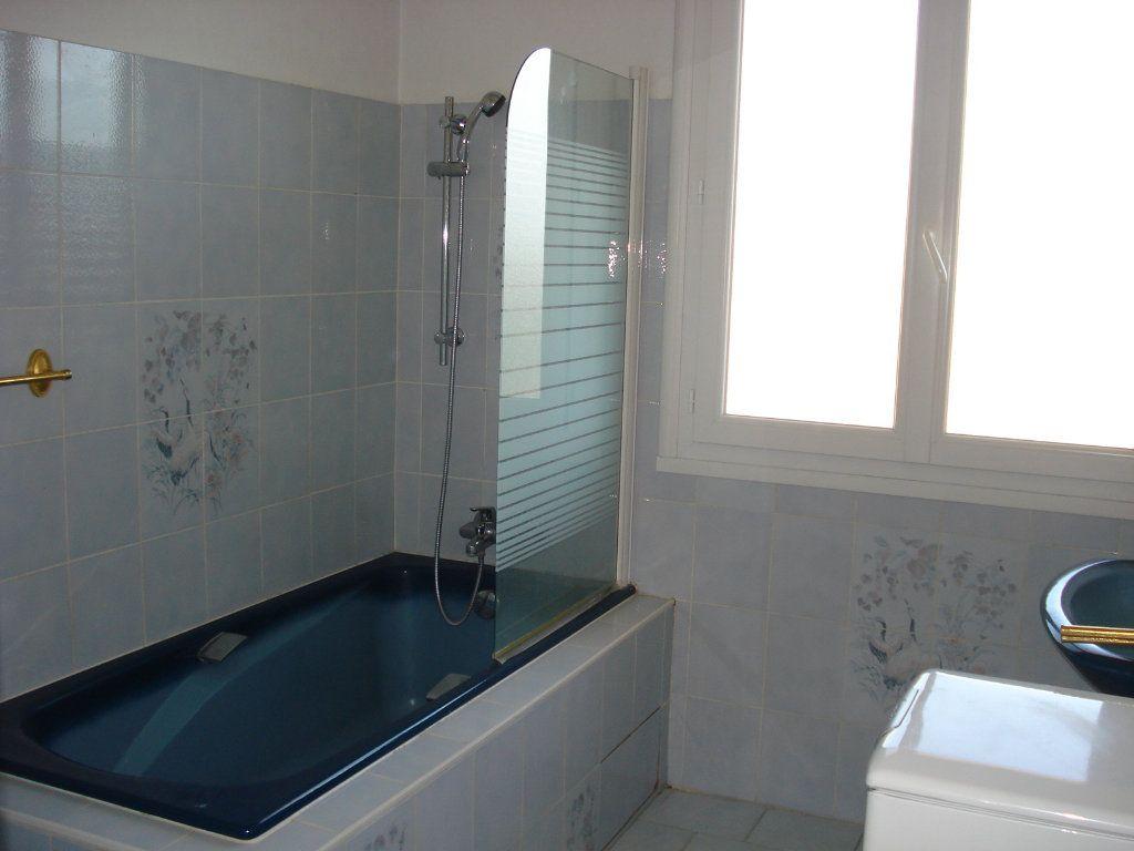Appartement à louer 3 76.67m2 à Saint-Laurent-du-Var vignette-8