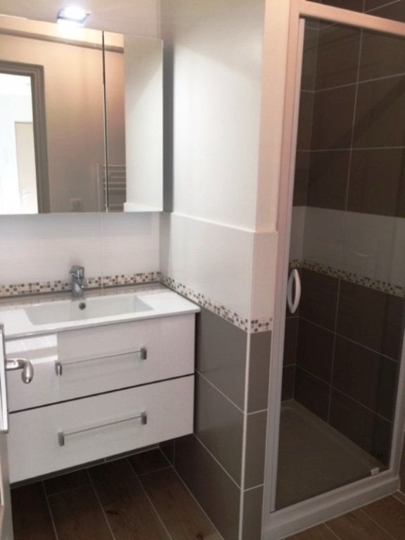 Appartement à louer 2 40.3m2 à Villeneuve-Loubet vignette-5