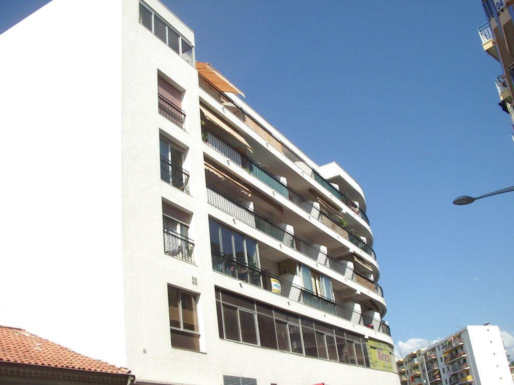 Appartement à louer 1 28.47m2 à Cagnes-sur-Mer vignette-2