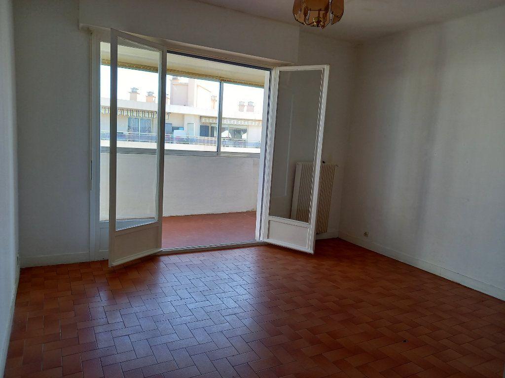Appartement à louer 1 28.47m2 à Cagnes-sur-Mer vignette-4