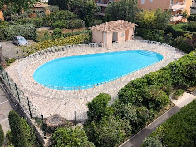 Appartement à vendre 5 112.83m2 à Cagnes-sur-Mer vignette-1