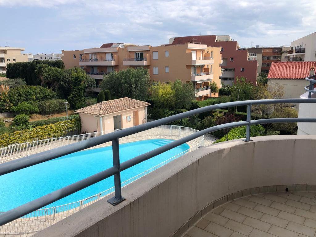 Appartement à vendre 5 112.83m2 à Cagnes-sur-Mer vignette-2