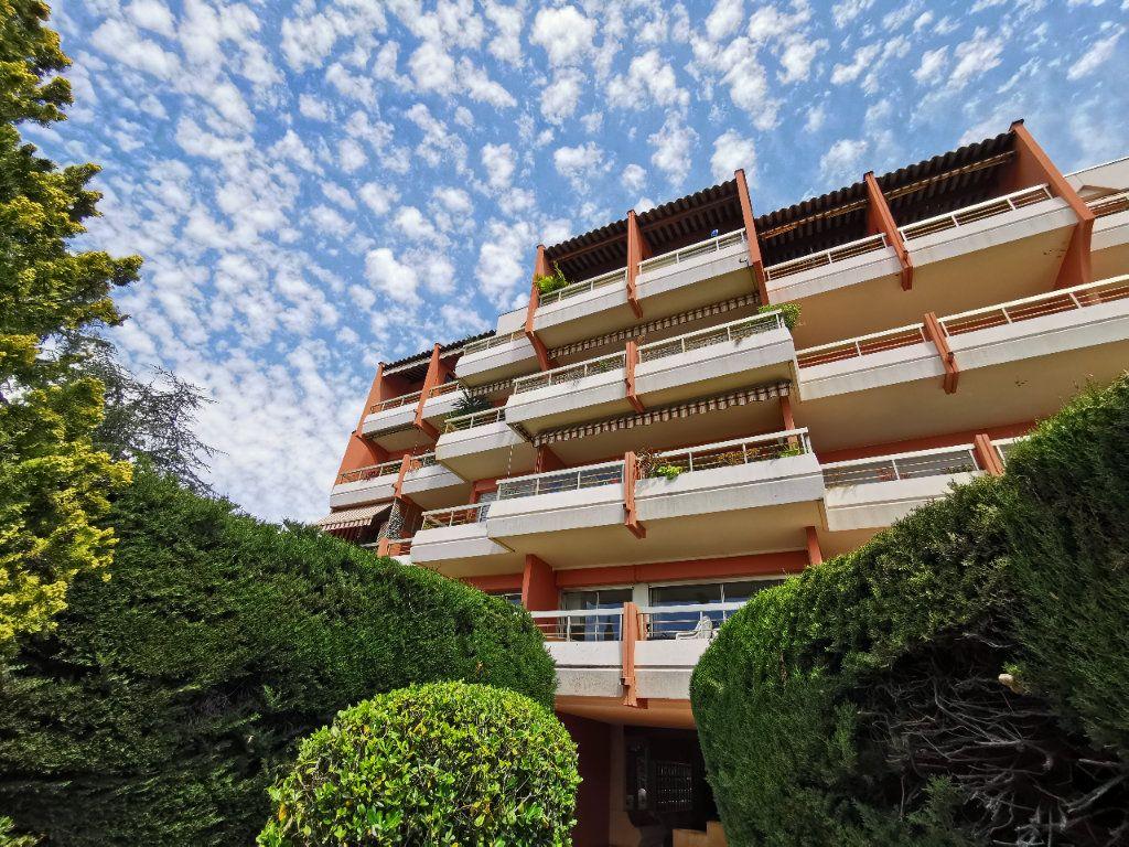 Appartement à louer 1 20.42m2 à Saint-Laurent-du-Var vignette-1