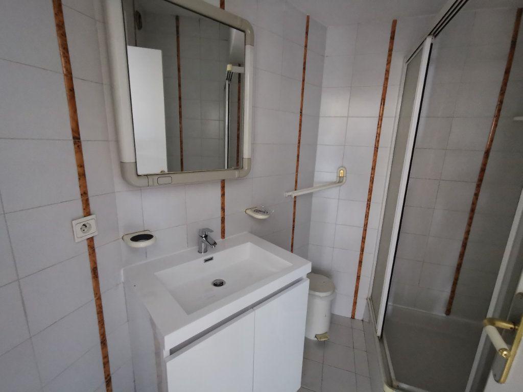 Appartement à louer 1 20.42m2 à Saint-Laurent-du-Var vignette-5