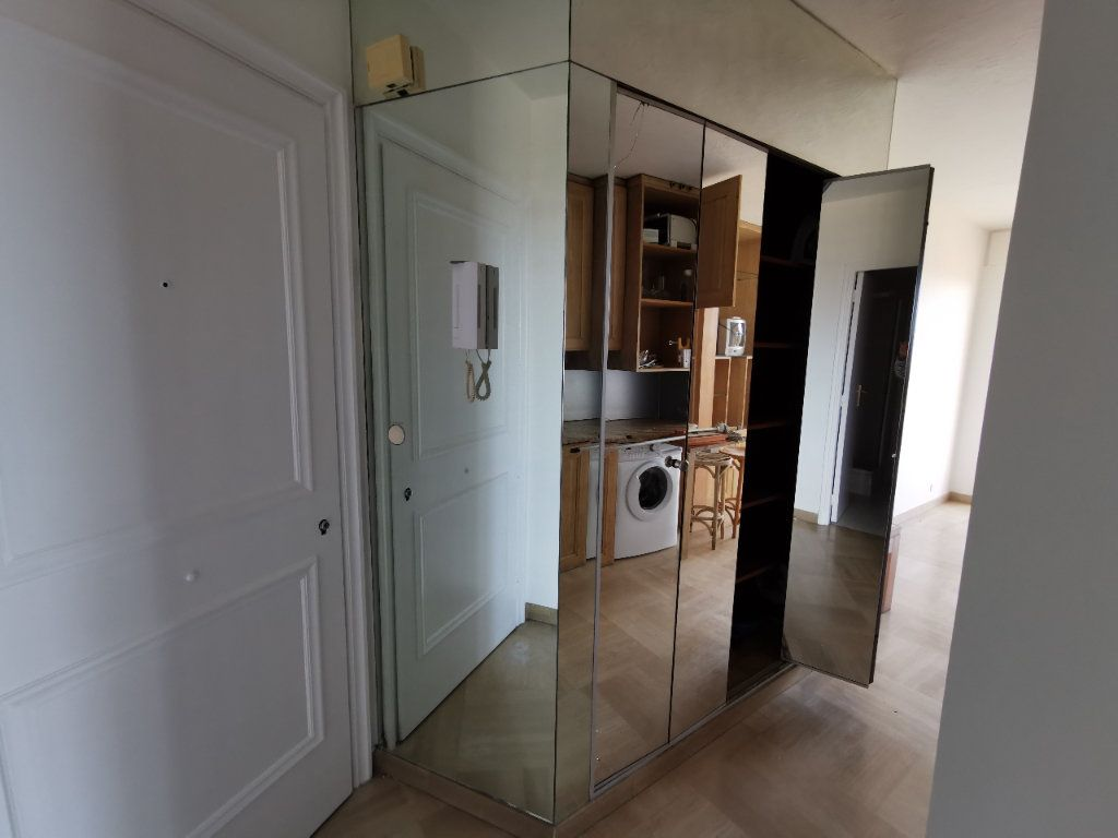 Appartement à louer 1 20.42m2 à Saint-Laurent-du-Var vignette-6