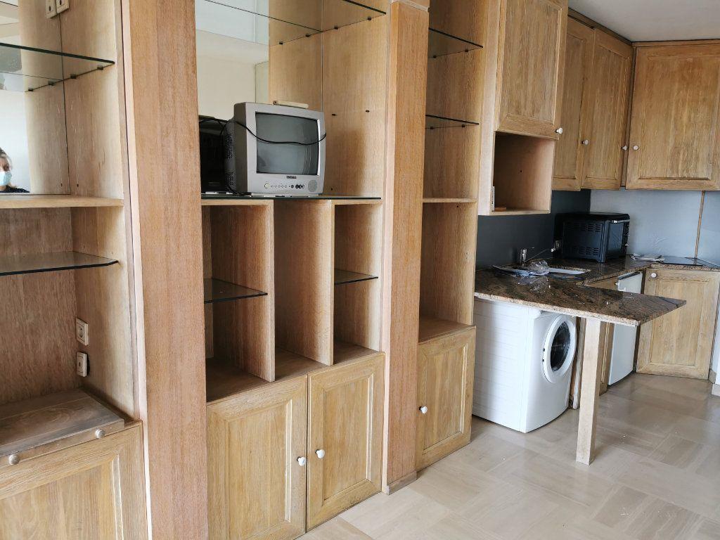 Appartement à louer 1 20.42m2 à Saint-Laurent-du-Var vignette-7