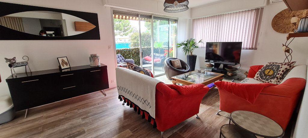 Appartement à vendre 3 64.3m2 à Saint-Laurent-du-Var vignette-3