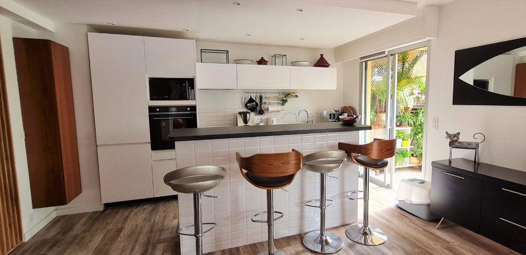 Appartement à vendre 3 64.3m2 à Saint-Laurent-du-Var vignette-4