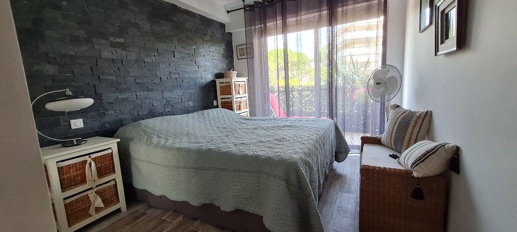 Appartement à vendre 3 64.3m2 à Saint-Laurent-du-Var vignette-5