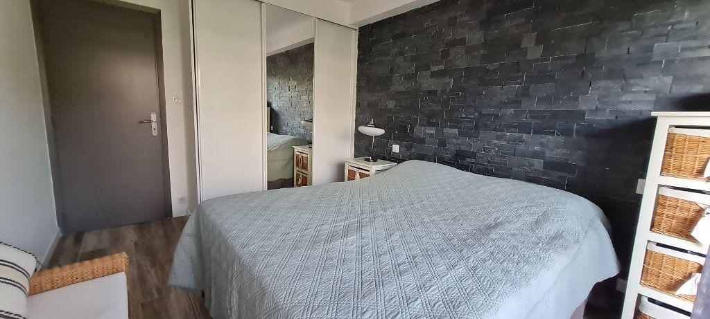 Appartement à vendre 3 64.3m2 à Saint-Laurent-du-Var vignette-6