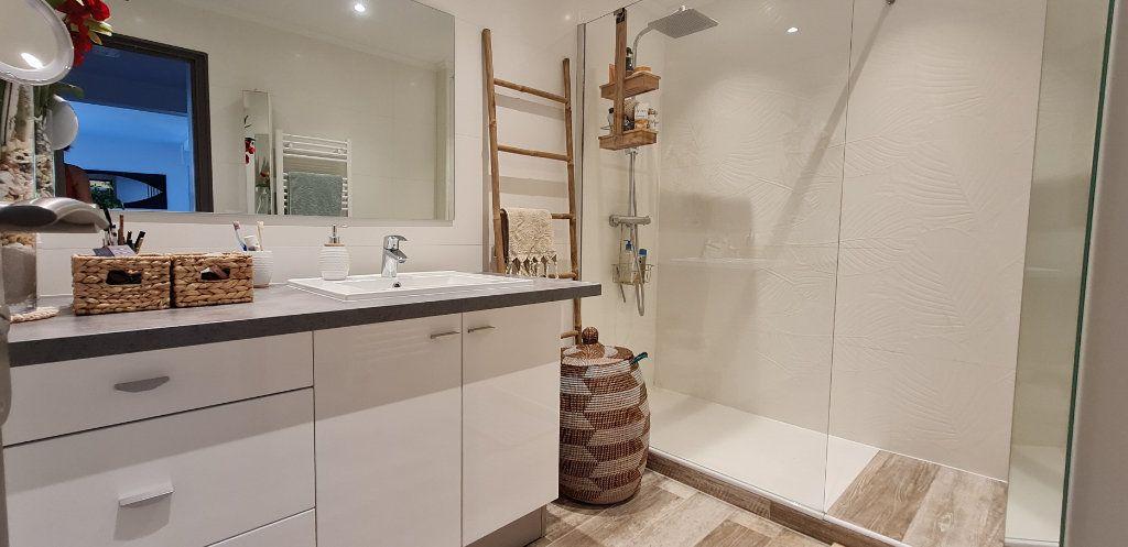 Appartement à vendre 3 64.3m2 à Saint-Laurent-du-Var vignette-7