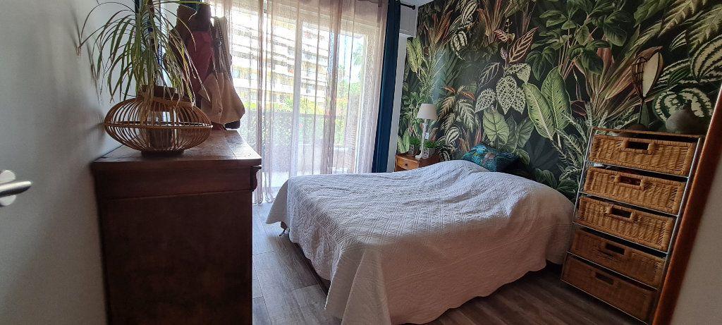 Appartement à vendre 3 64.3m2 à Saint-Laurent-du-Var vignette-8