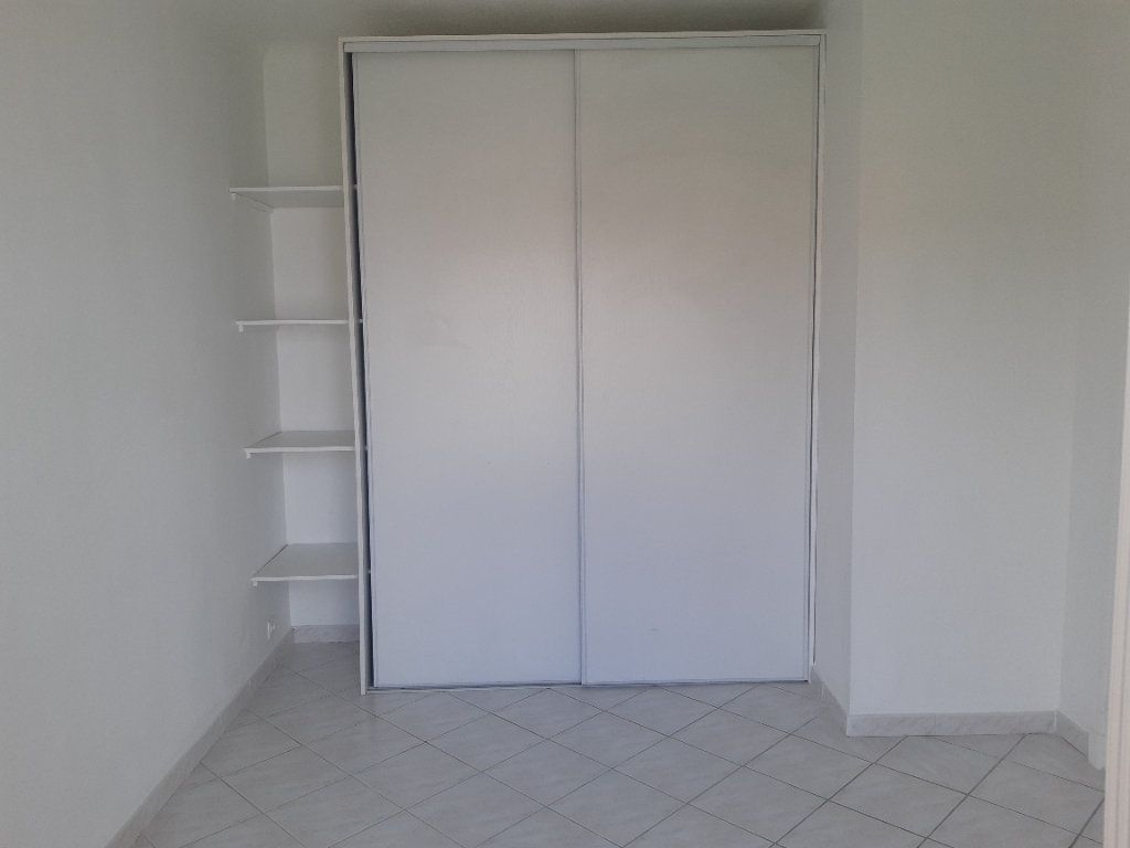 Appartement à louer 3 69.02m2 à Cagnes-sur-Mer vignette-5