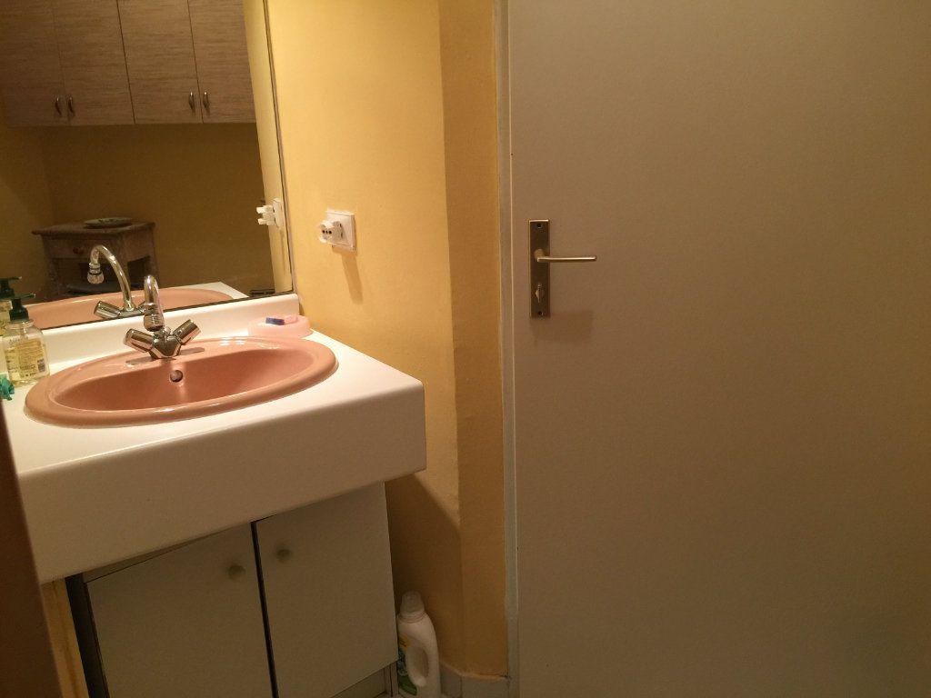 Appartement à louer 1 25.42m2 à Saint-Laurent-du-Var vignette-5