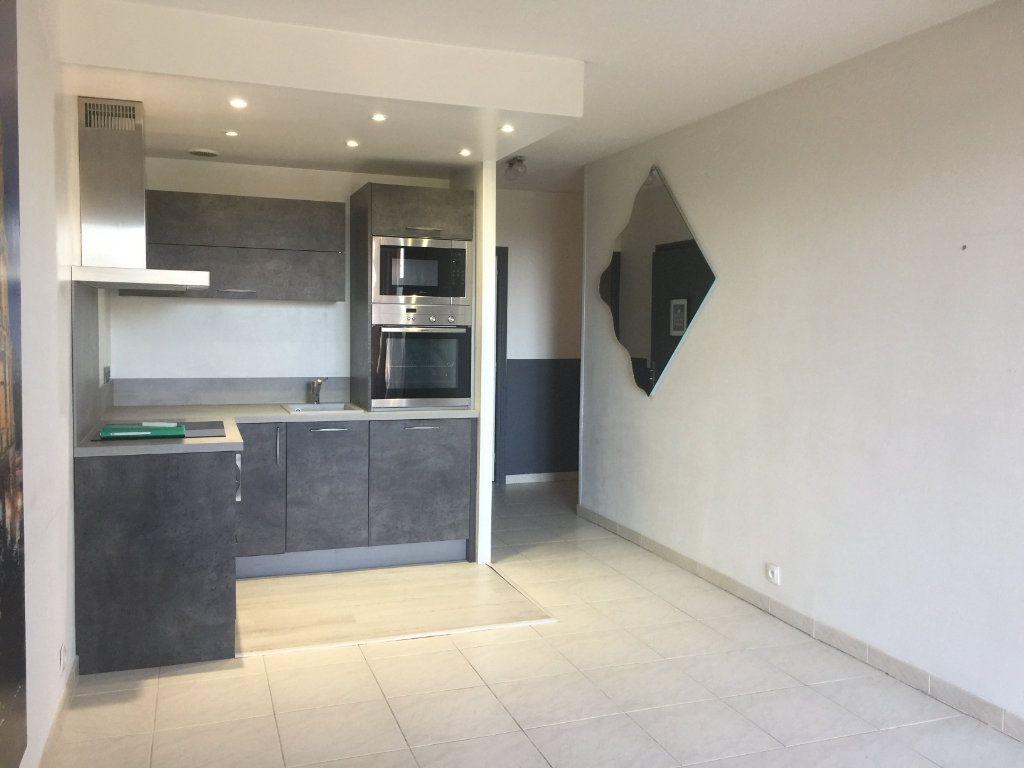 Appartement à louer 3 44.15m2 à Villeneuve-Loubet vignette-1