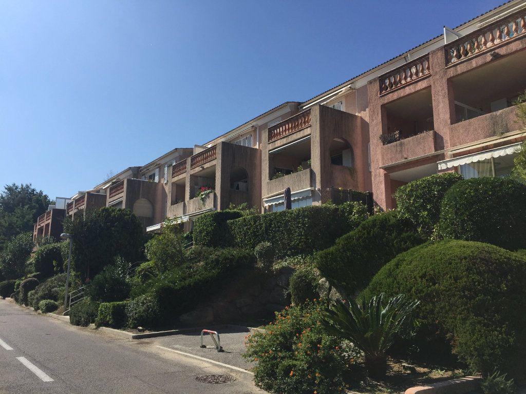 Appartement à louer 3 44.15m2 à Villeneuve-Loubet vignette-2