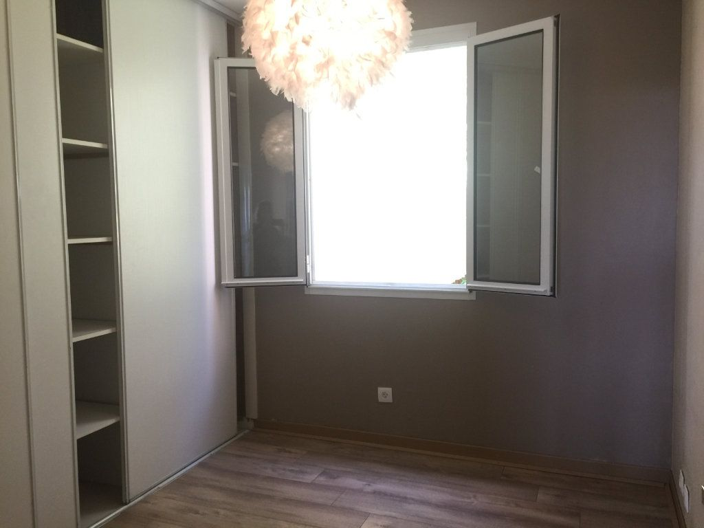 Appartement à louer 3 44.15m2 à Villeneuve-Loubet vignette-4