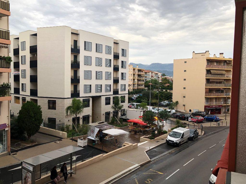 Appartement à vendre 4 80m2 à Saint-Laurent-du-Var vignette-7
