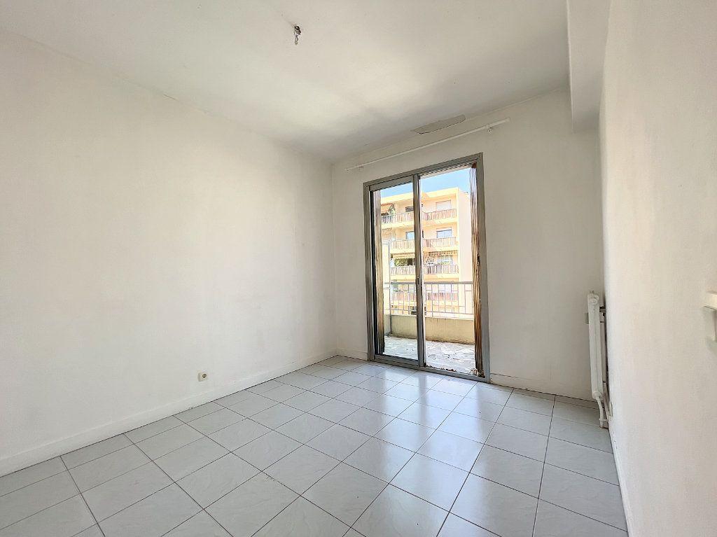 Appartement à louer 2 43m2 à Nice vignette-2