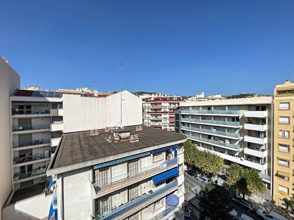 Appartement à louer 2 43m2 à Nice vignette-3