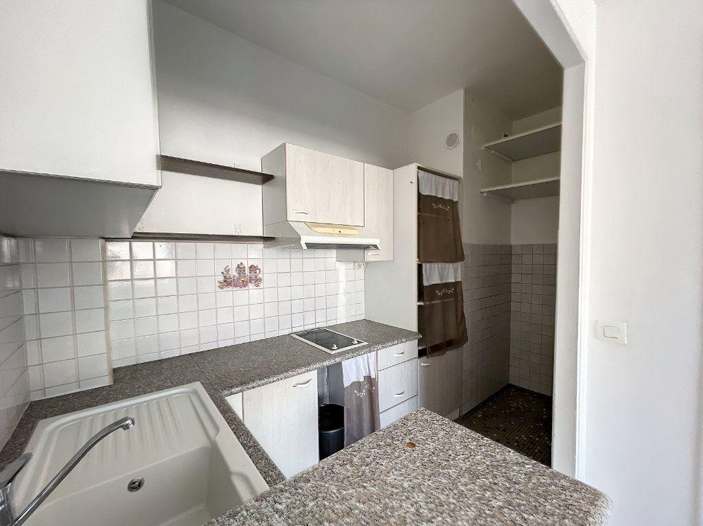 Appartement à louer 2 43m2 à Nice vignette-6