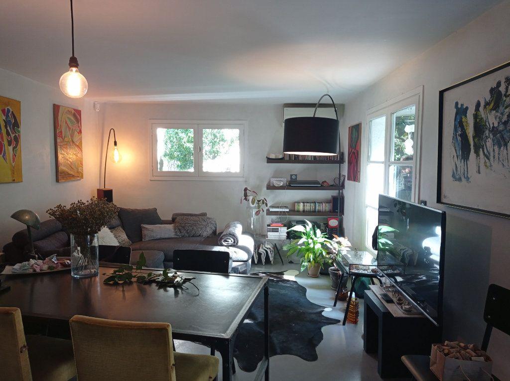 Maison à vendre 8 210m2 à Saint-Laurent-du-Var vignette-3