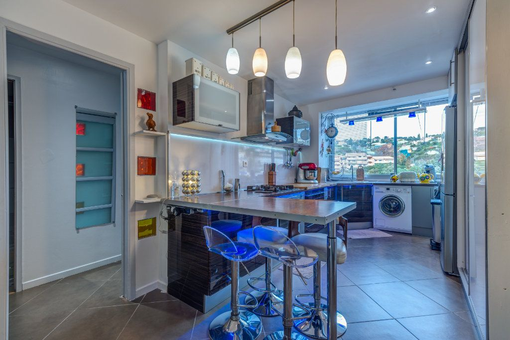 Appartement à vendre 4 73m2 à Nice vignette-4