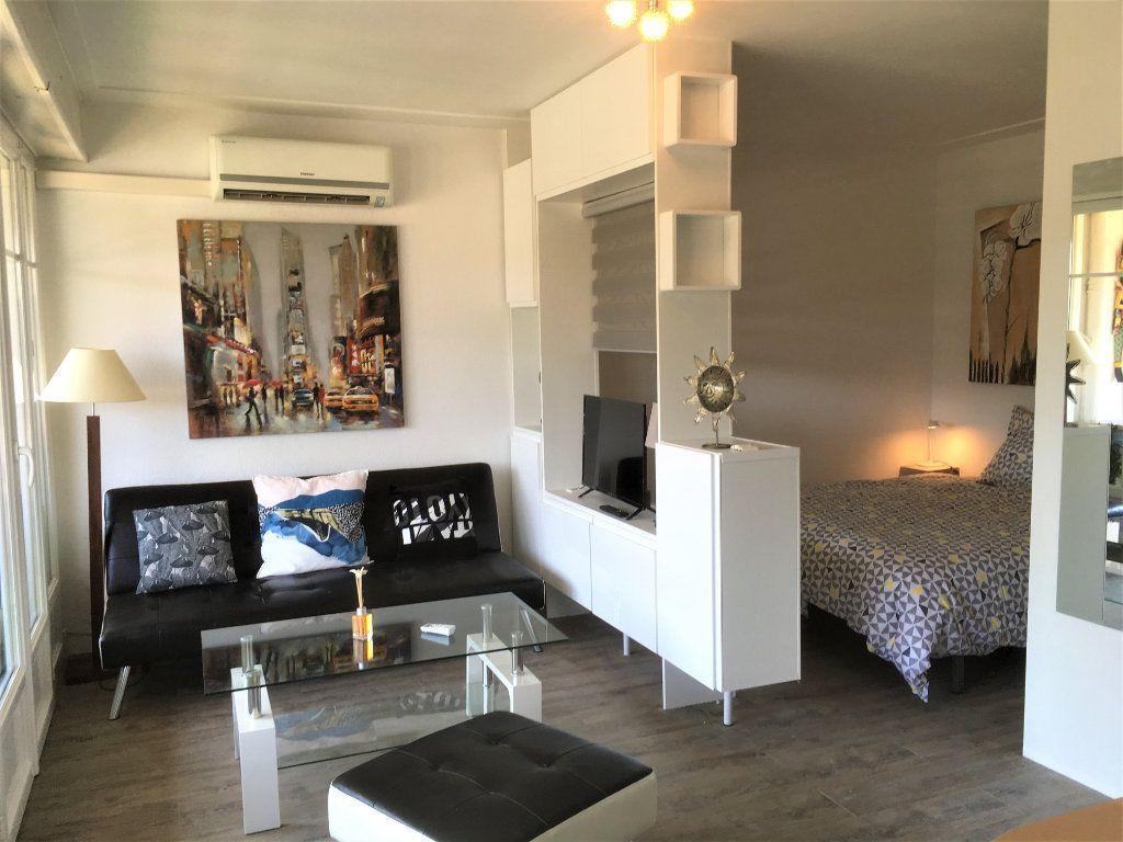 Appartement à vendre 1 30m2 à Saint-Laurent-du-Var vignette-1