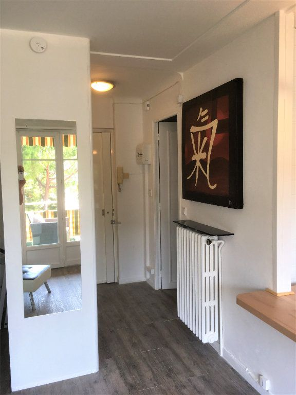Appartement à vendre 1 30m2 à Saint-Laurent-du-Var vignette-2