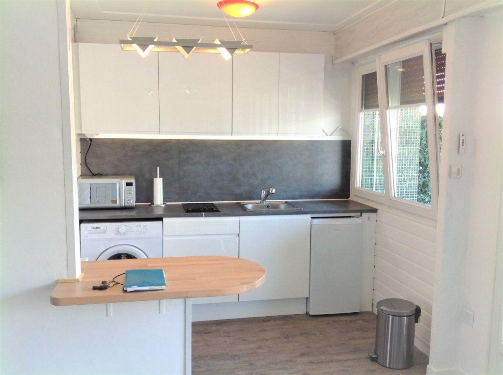 Appartement à vendre 1 30m2 à Saint-Laurent-du-Var vignette-3