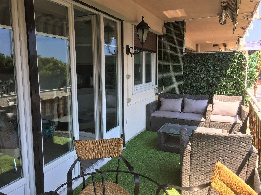 Appartement à vendre 1 30m2 à Saint-Laurent-du-Var vignette-4