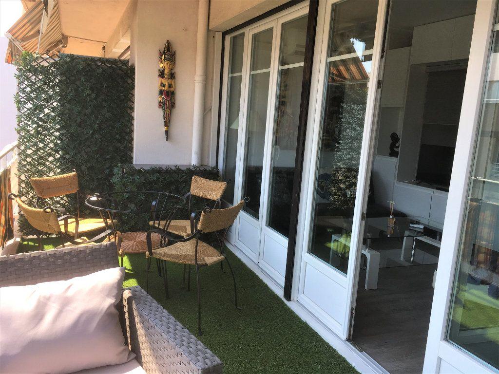 Appartement à vendre 1 30m2 à Saint-Laurent-du-Var vignette-5