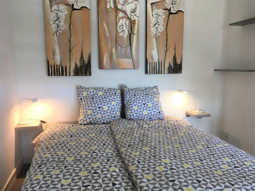 Appartement à vendre 1 30m2 à Saint-Laurent-du-Var vignette-6